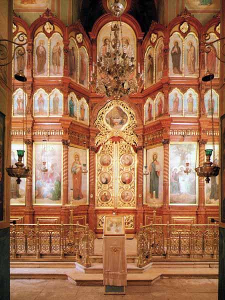 Паломничество - Храм во имя Сошествия Святого Духа на апостолов  Иконостас.jpg