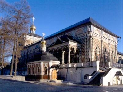 Паломничество - Церковь преподобного Сергия с Трапезной палатой.jpg