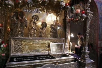 Паломничество - Рака с мощами преподобного Сергия.jpg